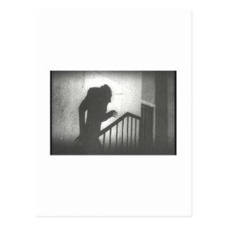 Nosferatu que se arrastra las escaleras postales