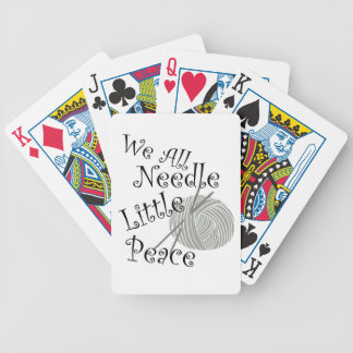 Nosotros toda la aguja poco arte que hace punto de baraja de cartas bicycle
