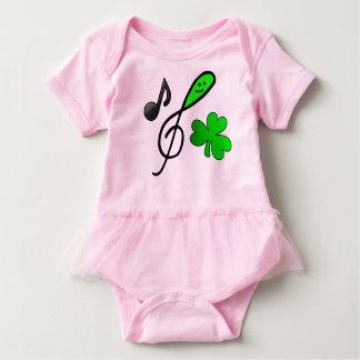 Nota y trébol felices verdes de la música del Clef Body Para Bebé