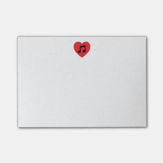 Notas de post-it del corazón de la nota de la