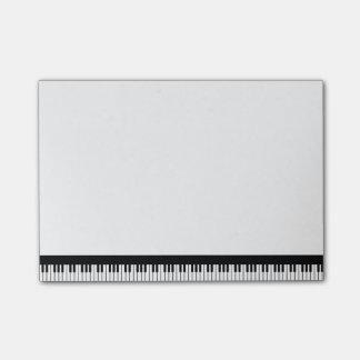 Notas de post-it del teclado de piano