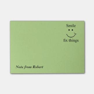 Notas Post-it® Cosas del arreglo de la sonrisa