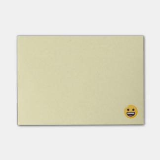 Notas Post-it® Emoji sonriente hace frente