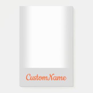 Notas Post-it® Fondo básico, llano, gris claro y nombre rojo