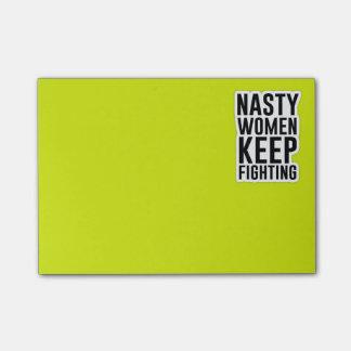 Notas Post-it® Las mujeres desagradables guardan el luchar del