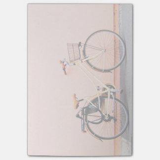 Notas Post-it® Rueda de la bicicleta dos de la cesta de la bici
