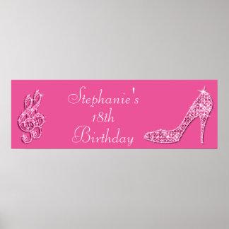 Notas rosadas de la música y cumpleaños del poster