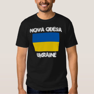 Nova Odesa, Ucrania con la bandera ucraniana Camisas