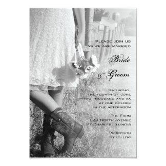 Novia, botas de vaquero y boda del país de los invitación 12,7 x 17,8 cm