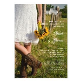 Novia, botas y girasoles casando la cena del invitación 12,7 x 17,8 cm