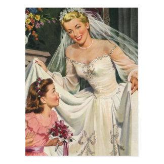 Novia del vintage con el florista en su día de bod tarjetas postales