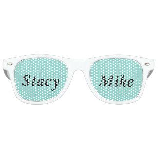 NOVIA Y CO. Las gafas de sol felices del fiesta de