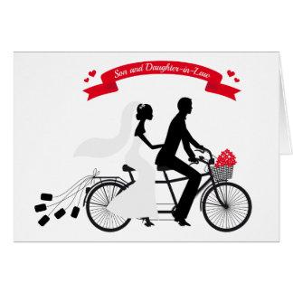 novia y novio en la bicicleta del boda tarjeta de felicitación