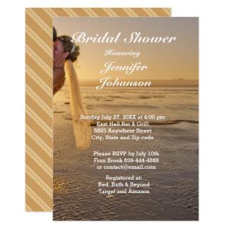Novia y novio en tarjeta nupcial de la ducha de la invitación 12,7 x 17,8 cm