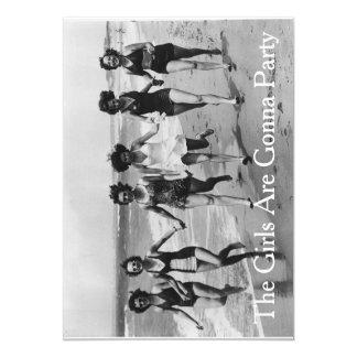 Novias del vintage en la playa invitación 12,7 x 17,8 cm