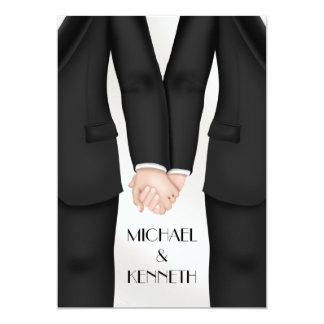 Novio gay elegante del boda que lleva a cabo las invitación 12,7 x 17,8 cm