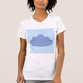 Nube azul en puntos de polca azules y blancos camiseta