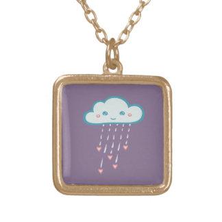 Nube de lluvia azul feliz que llueve corazones collar dorado