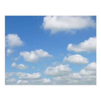 Nubes del aire fresco del cielo azul postal