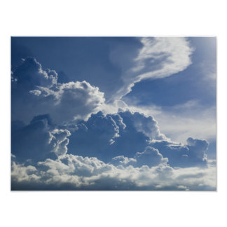 Nubes elevadas de la tormenta tropical póster