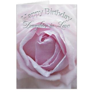Nuera, tarjeta de cumpleaños con un color de rosa