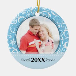 Nuestro primer ornamento de la foto del copo de adorno navideño redondo de cerámica