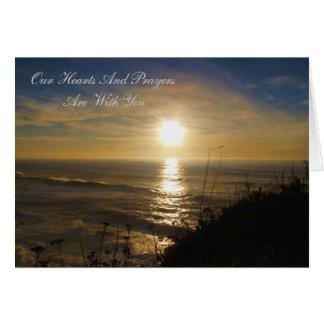 Nuestros corazones y rezos están con usted tarjeta de felicitación