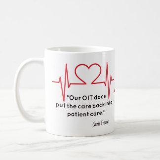 Nuestros doctores de OIT pusieron el cuidado el Taza De Café
