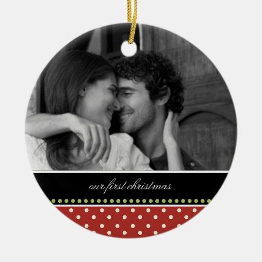 Nuestros primeros ornamentos del recuerdo del adorno navideño redondo de cerámica