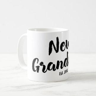 Nueva abuela Est. 2018, taza futura del regalo de