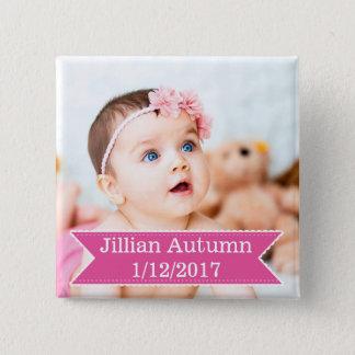 Nueva foto del bebé y botón rosado conocido del