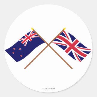 Nueva Zelanda y banderas cruzadas Reino Unido Etiquetas Redondas