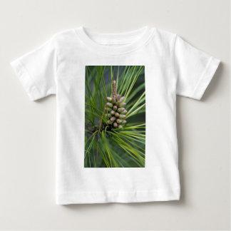 Nuevo crecimiento del pino ponderosa camiseta de bebé