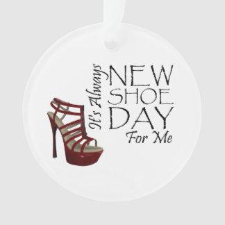 Nuevo día del zapato de la CAMISETA