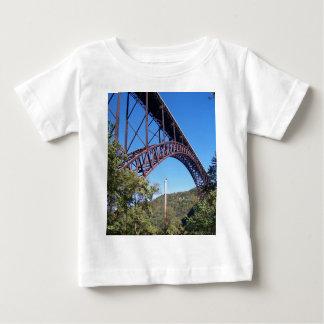 Nuevo puente de George del río Camisetas