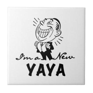 Nuevos camisetas y regalos sonrientes de Yaya Azulejo Cuadrado Pequeño