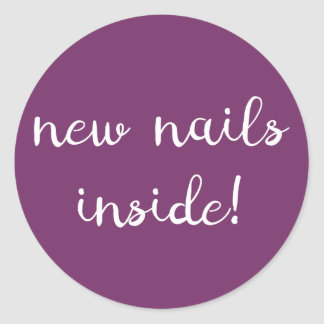 ¡Nuevos clavos dentro! Pegatina púrpura