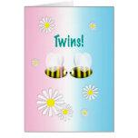 Nuevos gemelos muchacho y chica de la enhorabuena  tarjetas