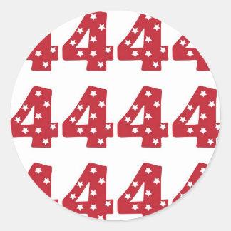 Número 4 - Estrellas del blanco en rojo oscuro Pegatina Redonda