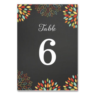 Número floral de la tabla del boda de la pizarra