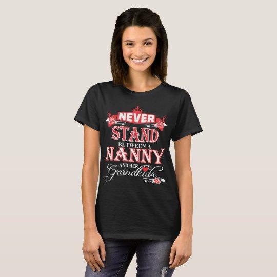 Nunca coloqúese entre una niñera y sus Grandkids Camiseta
