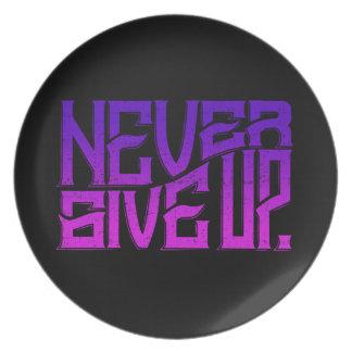 Nunca dé para arriba el texto de la púrpura de la plato