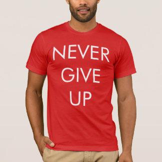 Nunca dé para arriba la camiseta de los hombres