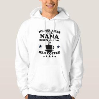 Nunca ensucie con Nana antes de que ella tenga su Sudadera