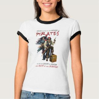 Nunca entrométase con los piratas camiseta