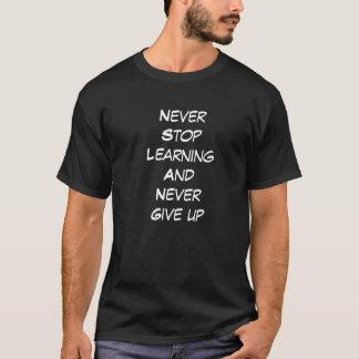 Nunca pare el aprender y nunca dé para arriba camiseta