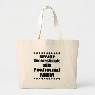 Nunca subestime a la mamá del raposero bolso de tela gigante