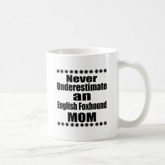 Nunca subestime a la mamá del raposero inglés taza de café