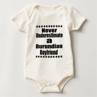 Nunca subestime a un novio burundés body para bebé