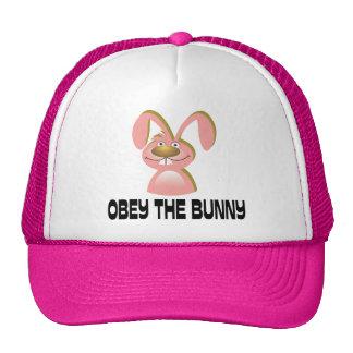 Obedezca el conejito gorras de camionero
